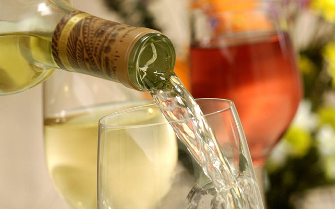 Weisswein mit Glas