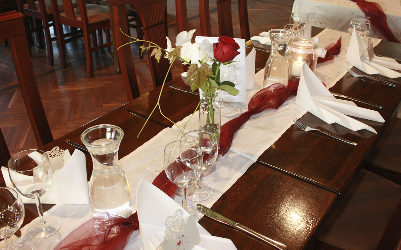 Tisch im Lindenhof